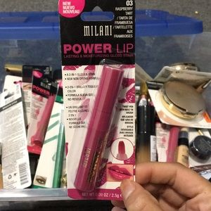 :) powerlip Lasting and Moisturizing lip gloss